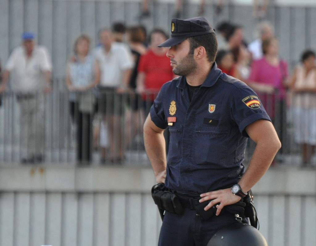 Securiry in Spain - Police officer
